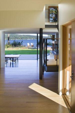 vue vers terasse extérieure - Cedar Park House par Peter Cohan - Seattle, Usa