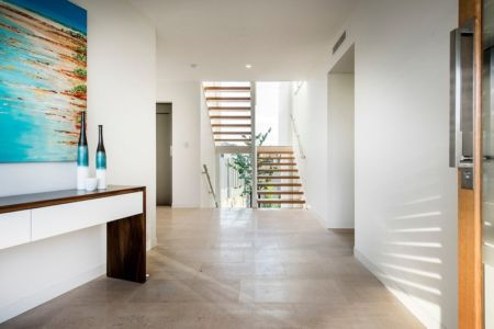 zone accès etage - City Beach House - par Banham Architects - Perth, Australie.jpg