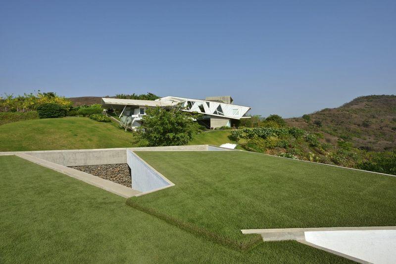 Célèbre Incroyable maison semi-enterrée avec toiture végétalisée en Inde  CM07
