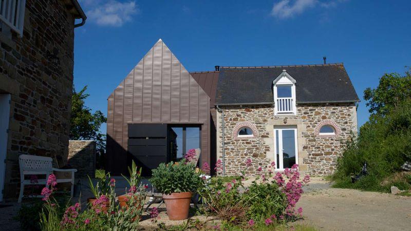 Extension d une ancienne b tisse en maison contemporaine for Extension maison bretagne
