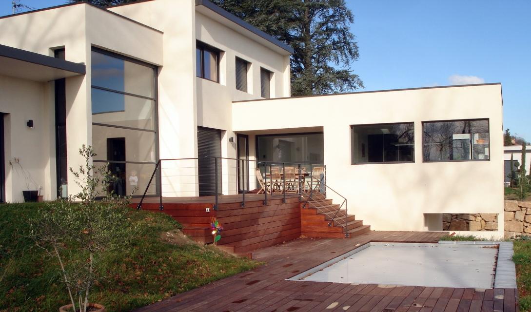 Maison contemporaine par adc architectes et casaboa lyon for Maison et reflet lyon