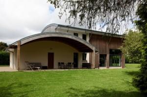 Façade avant - maison bois bioclimatique - Patrice Bideau - A.Typique - Pluvigner - France