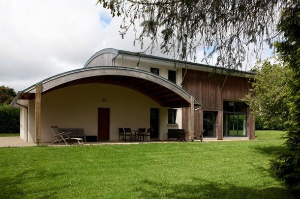 Maison bioclimatique par patrice bideau en bretagne france construire tendance for Maison bois sud ouest