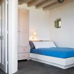chambre et salle de bains - Eagles-Nest- Sinas Architects -Serifos - Grèce - Nikos Stefani