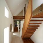 couloir et escalier en bois - Rénovation - Bogbain Mill - Design rural - Ecosse