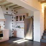 cuisine et escalier - Eagles-Nest- Sinas Architects -Serifos - Grèce - Nikos Stefani