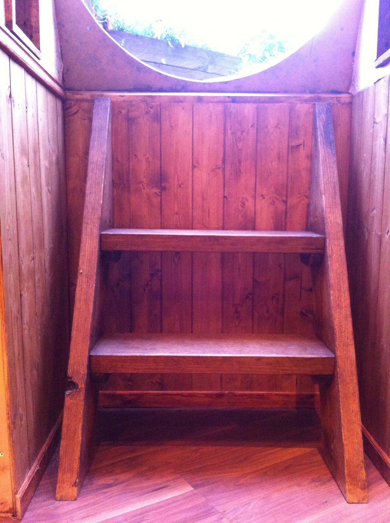 Autoconstruction une petite maison hobbit bedford - Hole d entree ...