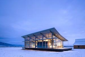 evening-lighting-snow-glass-farmhouse-in-northeast-oregon3