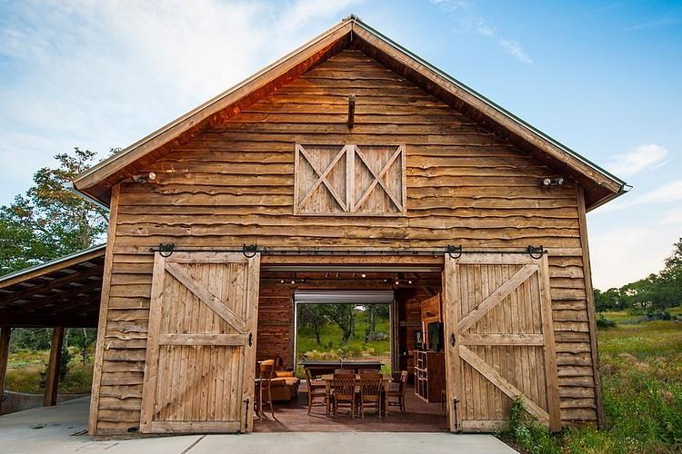 R novation maison et grange par heritage barns - Casas de troncos redondos ...