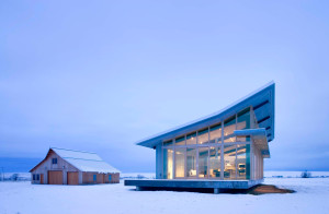 lighting-snow-glass-farmhouse-in-northeast-oregon1