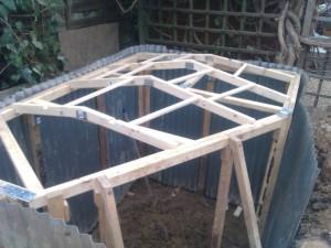 ossature-bois-hobbit-hole-in-backyard-angleterre1
