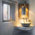 salle de bains avec vasque en pierre - Eagles-Nest- Sinas Architects -Serifos - Grèce - Nikos Stefani