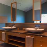 salle de bains et miroirs - maison bois - Anik Pelockuin - Messines - Canada