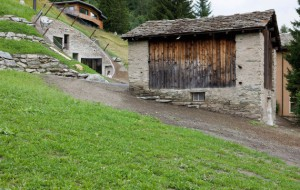 villa-vals-mountain-courtyard-seach-et-cma-entrc3a9e-cc3b4tc3a91