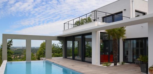 maison contemporaine sur les c teaux par fabrice ginocchio architecte sud toulouse france. Black Bedroom Furniture Sets. Home Design Ideas