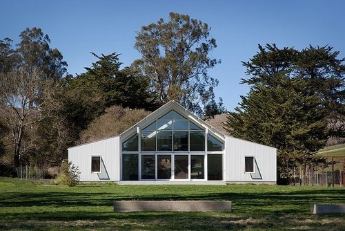 grande baie vitr e sur cette maison bois contemporaine au. Black Bedroom Furniture Sets. Home Design Ideas