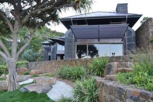 Timothy moon architects construire tendance - La contemporaine villa k dans les collines de nagano au japon ...