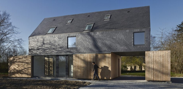 Maison ossature bois contemporaine par atelier 56s bruz 35 france const - Architecture bretonne traditionnelle ...