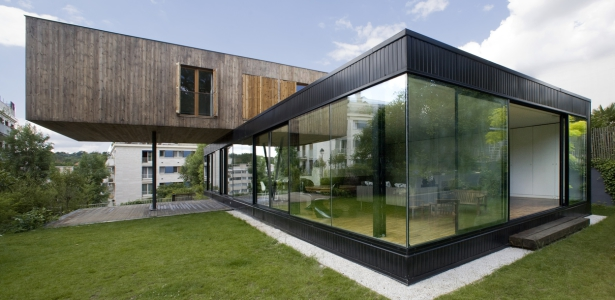 maison contemporaine et bois par cfa s vres france construire tendance. Black Bedroom Furniture Sets. Home Design Ideas