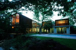 Marlon blackwell construire tendance - La contemporaine villa k dans les collines de nagano au japon ...