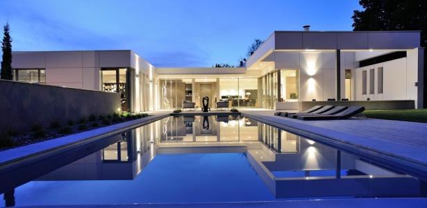 Villa wa par laurent guillaud lozanne st cyr au mont d 39 or france construire tendance for Villa tres moderne