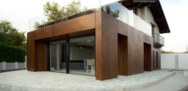 Base par archisbang ivrea italie construire tendance for Extension contemporaine maison traditionnelle