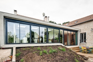 Extension contemporaine construire tendance for Extension contemporaine maison traditionnelle