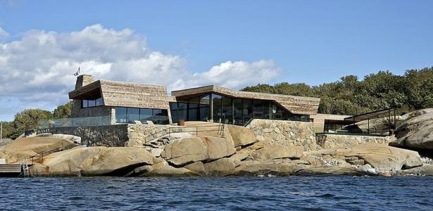 Maison bois et pierre contemporaine par jarmund et for Maison bois bord de mer