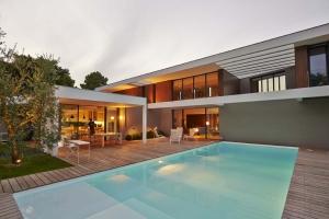 Aquitaine construire tendance - La contemporaine villa k dans les collines de nagano au japon ...
