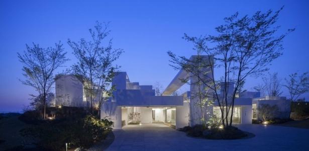 Maison contemporaine cosmic par uid japon construire - Maison de vallee au japon par hiroshi sambuichi ...