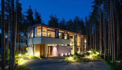 vue extérieure nuit entrée - Villa Estebania par Arch D - Tallinn, Estonie