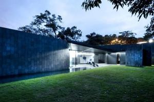 Joan puigcorb construire tendance - La contemporaine villa k dans les collines de nagano au japon ...