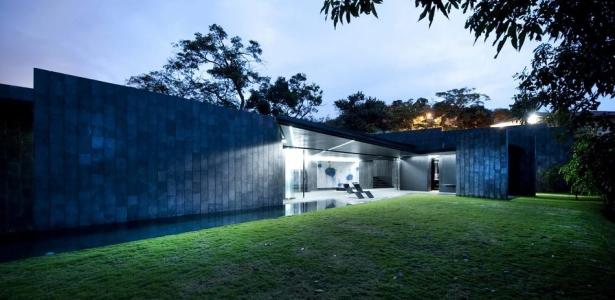 maison design casa altamira par joan puigcorb costa rica construire tendance. Black Bedroom Furniture Sets. Home Design Ideas