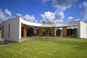 Jarousek rochov architekti construire tendance - La contemporaine villa k dans les collines de nagano au japon ...