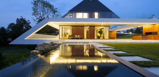 The edge house par mobius architekten cracovie pologne construire tendance - Maison edge aspen studio b ...