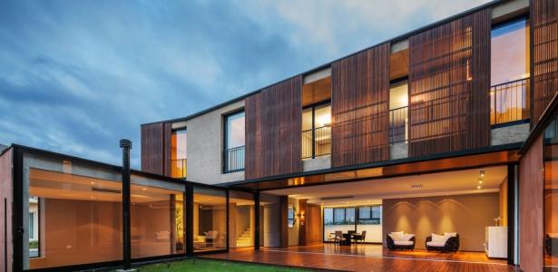 Connu NSN House par Biselli + Katchborian Arquitetos, Parana, Brésil  LD45