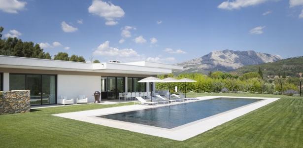 Villa sainte victoire par henri paret architecte avec for Construire une villa