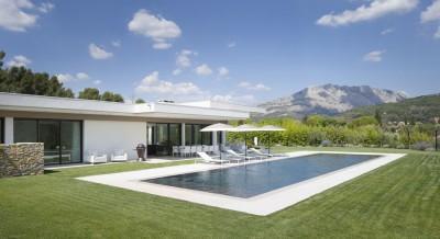 Villa Sainte-Victoire par Henri Paret Architecte avec Kawneer - Aix en Provence, France