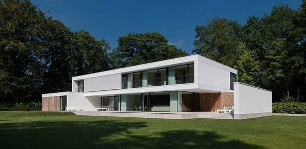 Hs residence par cubyc architects bruges belgique for Maison rectangulaire moderne