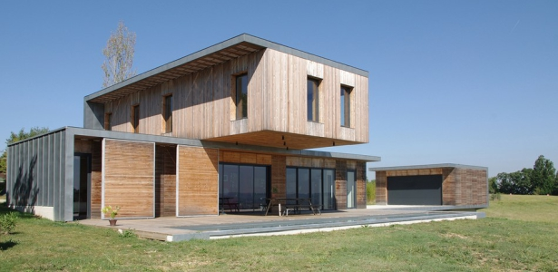 Maison l estelle par fran ois primault architecte france for Maison bois design contemporain