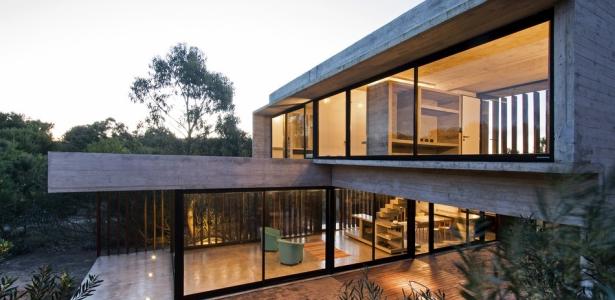 Mr house par luciano kruk arquitectos la esmeralda - Maison bois et beton ...