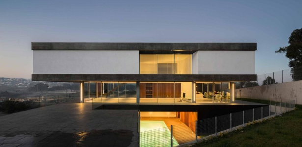 Be house par spaceworkers paredes espagne construire for Architecture porte a faux
