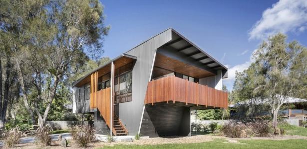 Northern rivers beach house par refresh architecture for Assurer une maison en zone inondable
