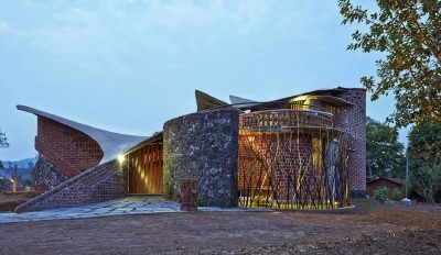 Brick House par iStudio architecture - Wada, Inde