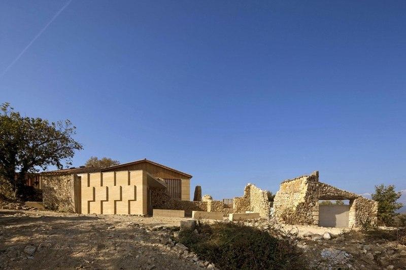 partie en ruine - Stone house par Carl Fredrik Svenstedt architecte - Vallée du Luberon, France