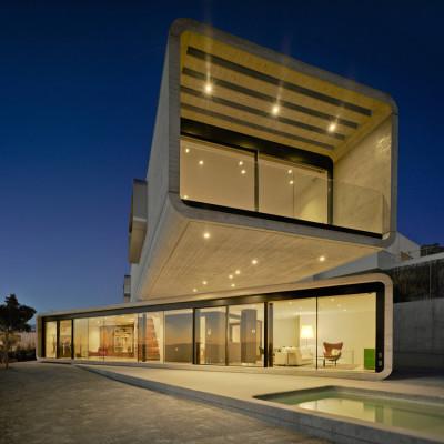 façade terrasse et porte à faux - Crossed House par Clavel Arquitectos - La Alcayna, Espagne