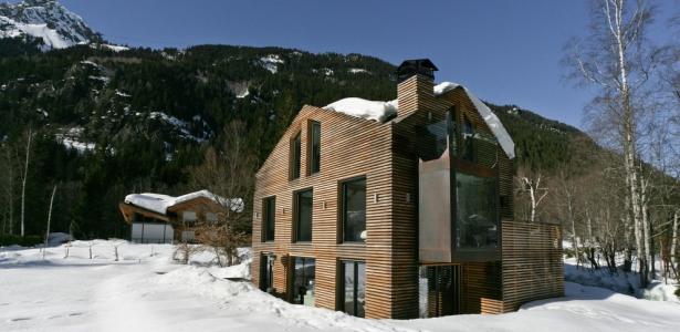 Chalet piolet par chevallier architectes chamonix for Chalet bois contemporain