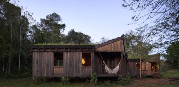 maison bois cologique contemporaine modulation triangulaire construire tendance. Black Bedroom Furniture Sets. Home Design Ideas