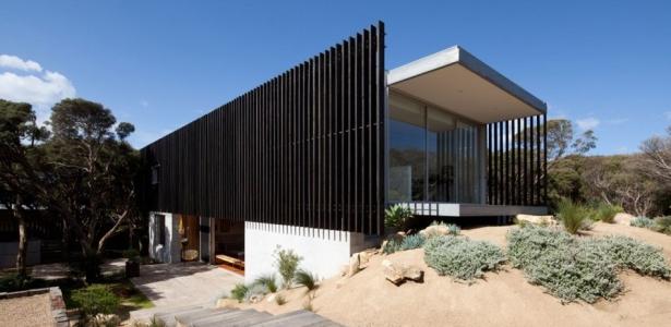 maison contemporaine b ton bard e de brise soleil en bois construire tendance. Black Bedroom Furniture Sets. Home Design Ideas
