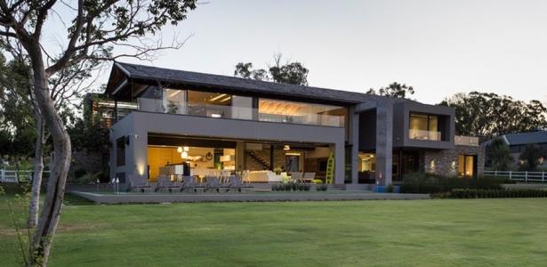 house blair atholl par nico van der meulen architects blair atholl afrique du sud. Black Bedroom Furniture Sets. Home Design Ideas